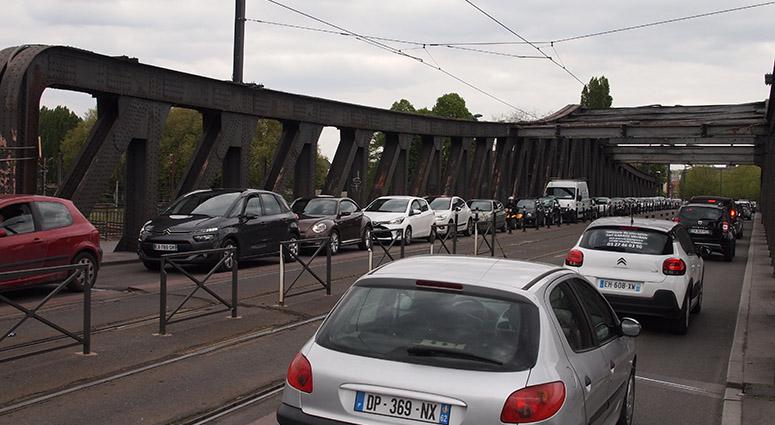 Jour 1 des bouchons sans le Pont Villars à Valenciennes…