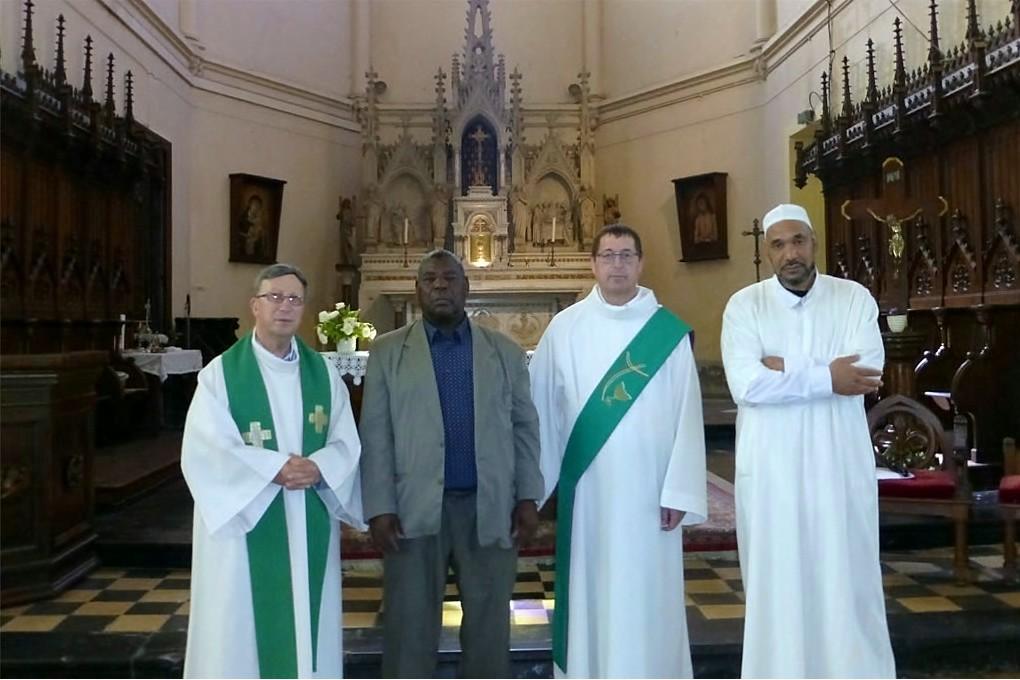 Jean-Michel Szafran, abbé Humez et les représentants du culte musulman lors d'une messe juste après l'assassinat du père Hamel