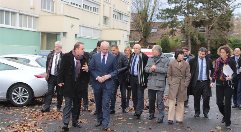Tous au chevet de la caserne des douanes de Valenciennes