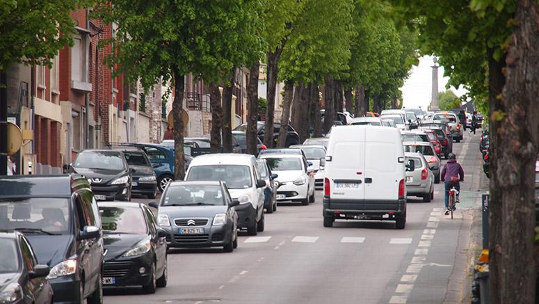 Avenue Faidherbe avec un engorgement dans les deux sens de circulation
