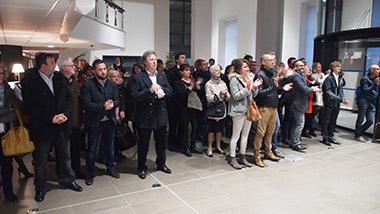 Public à l'annonce du résultat à l'hôtel de ville de Valenciennes