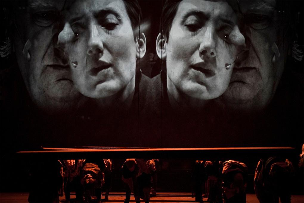 Grengeval/Bordeline. Le théâtre miroir de la société. «The boat» de Guy Cassiers.