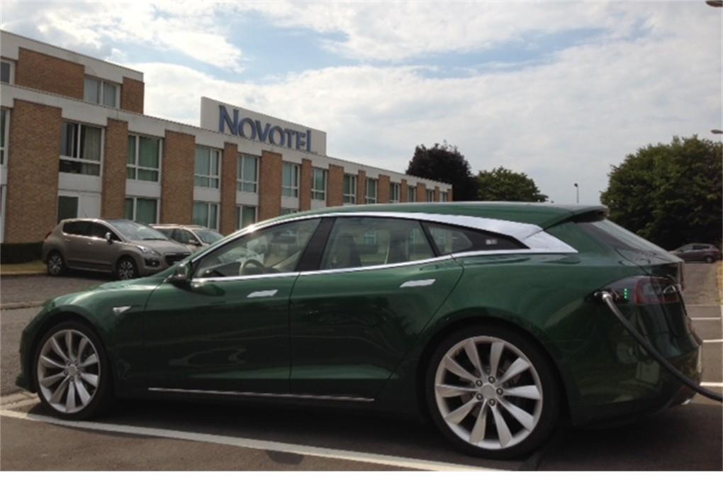 L'unique Tesla Modèle S Shooting Brake au Novotel.