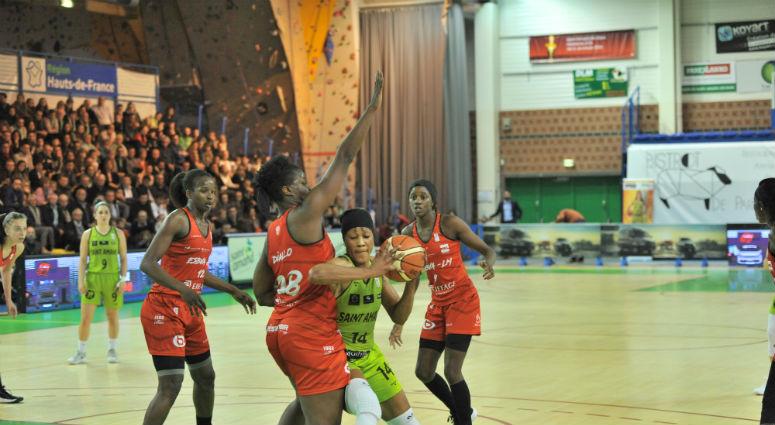 (Basket) Les Hennuyères remportent le derby face à Villeneuve (74-53)