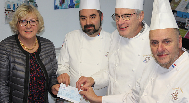Les Pâtissiers du Hainaut verse un chèque à EMERA